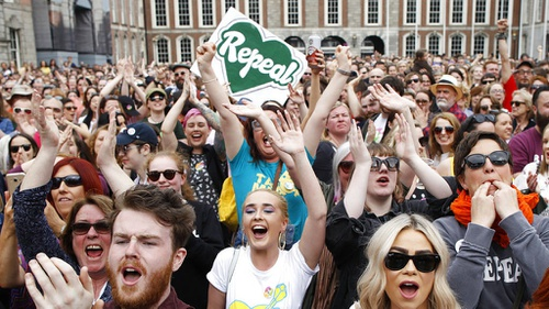 Larangan Aborsi Dihapus, Perempuan Irlandia Rayakan Kemenangan